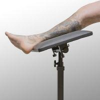 Regulovatelná tetovací opěrka na nohy